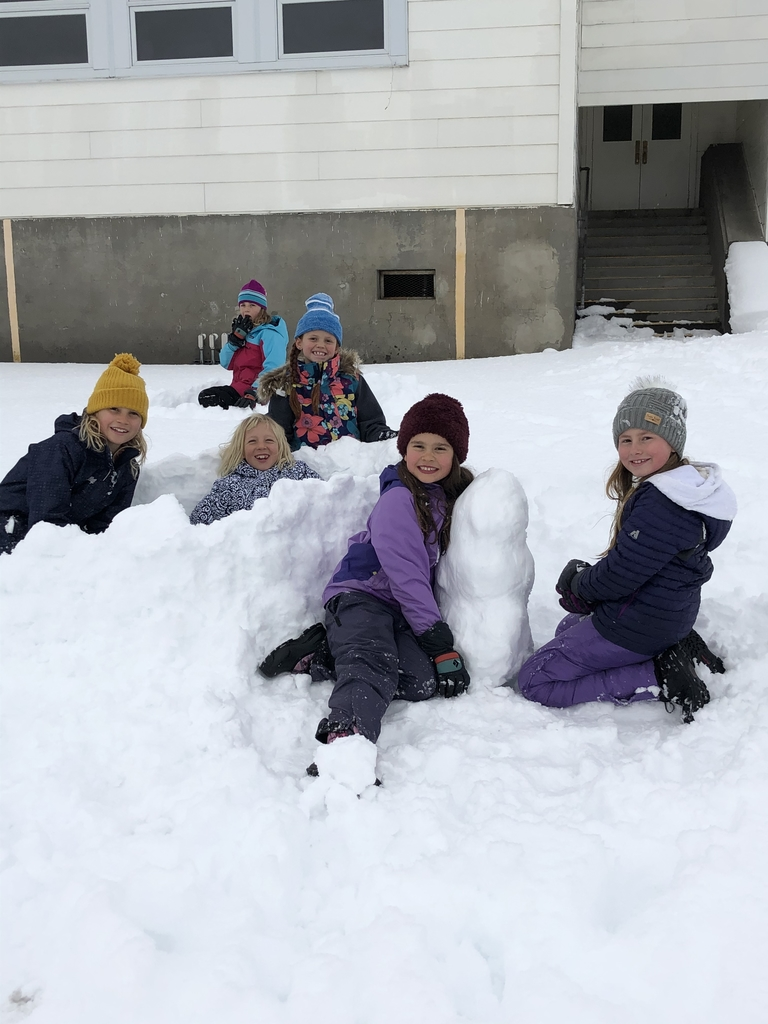 Some of our third grade girls made a fort and ⛄️ named Edward